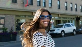 Donne contente con capelli lunghi e lisci, per illustrare la pagina sulla linea Sunsilk Liscio Perfetto.